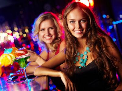 un club cu niște fete